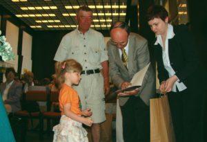 Edukacja ekologiczna - rok szkolny 2004/2005 wreczenie nagród